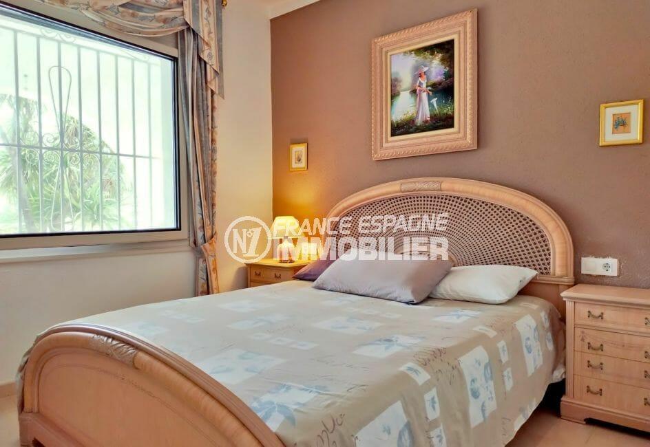 vente maison avec amarre empuriabrava, villa 208 m², 2° chambre lumineuse, lit double