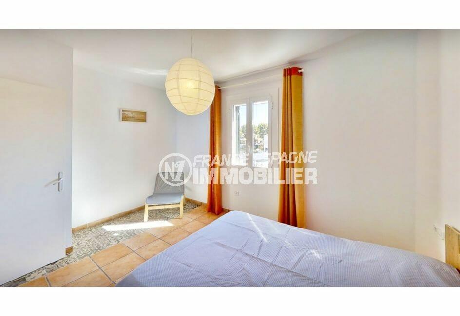 achat maison costa brava, 132 m² avec amarre, chambre à coucher lumineuse