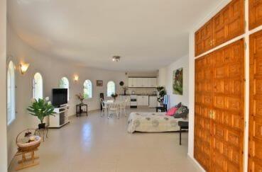 achat maison sur la costa brava, villa 366 m², appartement indépendant dans la tour, accès extérieur