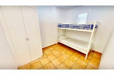 agence immobiliere costa brava: villa 132 m² avec amarre, chambre avec lits superposés