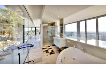 achat maison sur la costa brava, villa de 480 m², salle de bain, douche, baignoire, baie vitrée