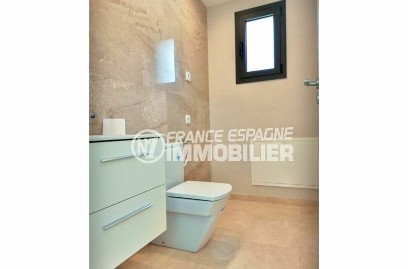 maison a vendre empuriabrava, 5 pièces 185 m², salle d'eau avec grande vasque