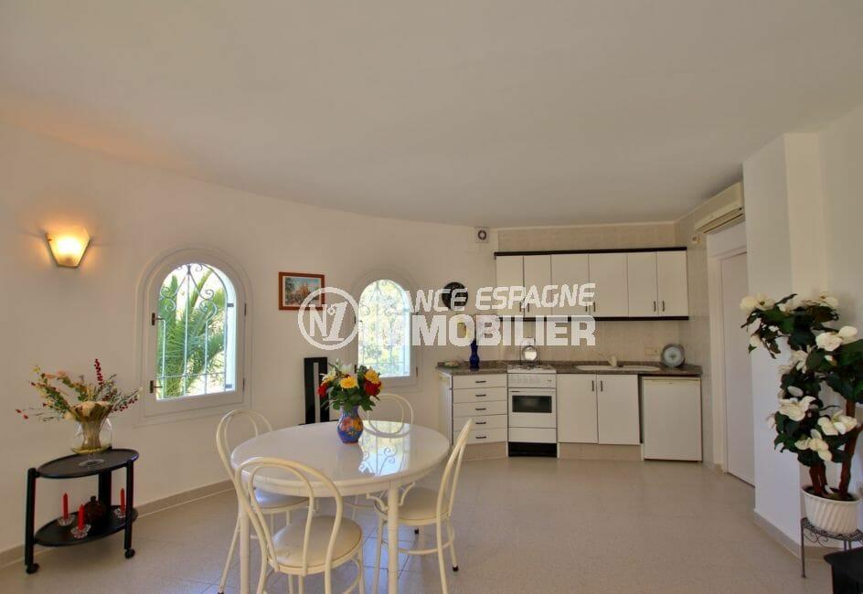 achat immobilier espagne costa brava: villa 366 m², appartement indépendant avec cuisine ouverte