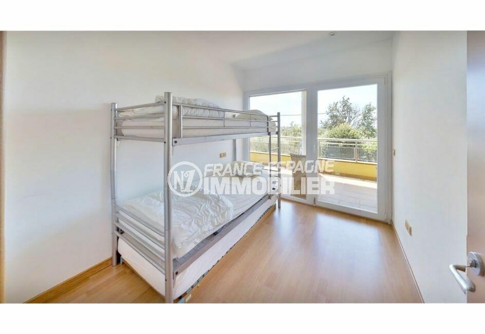 immocenter roses: appartement 5 pièces 136 m², chambre avec lits superposés, terrasse