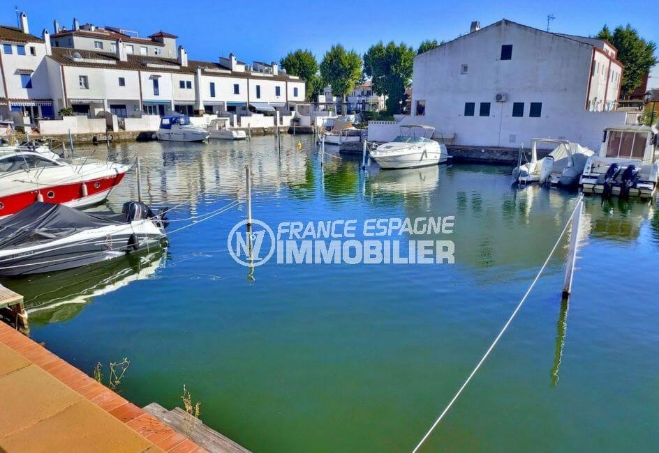 maison a vendre a empuriabrava, villa 132 m² avec amarre, emlacement 8 x 3 m