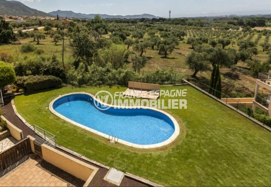 immo center rosas: appartement 5 pièces 136 m², résidence avec piscine communautaire