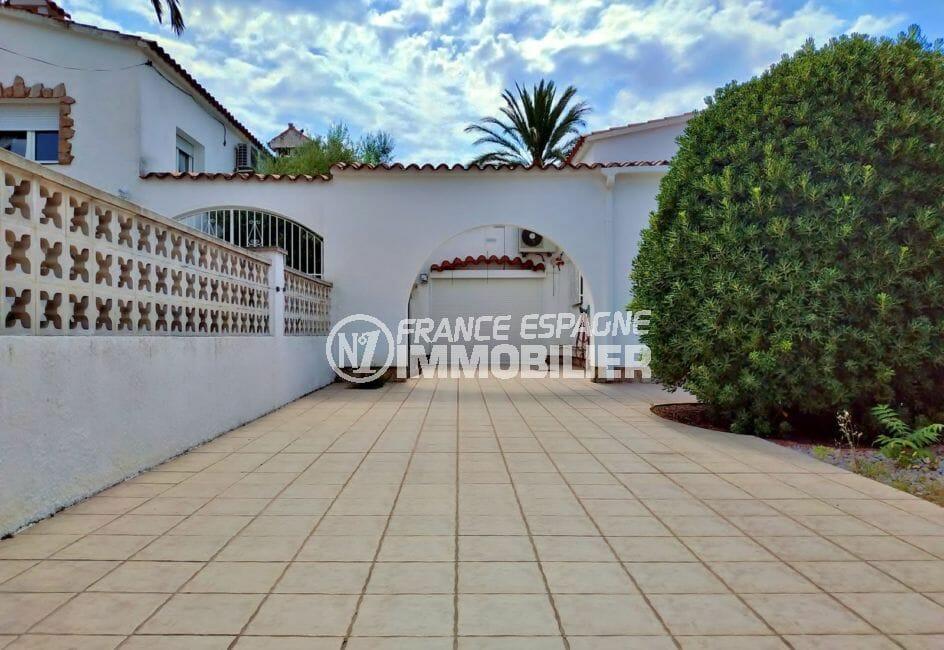 vente maison empuriabrava, villa 208 m² avec amarre, cour intérieure de 100 m²