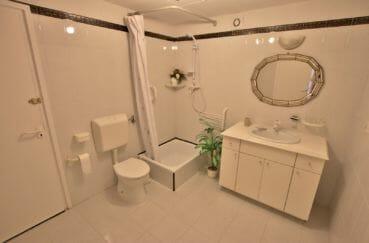 achat villa espagne costa brava, villa 366 m², salle d'eau avec douche et wc