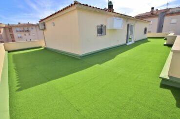 immo center rosas: appartement 4 pièces 65 m², terrasse solarium plain-pied de 130 m²