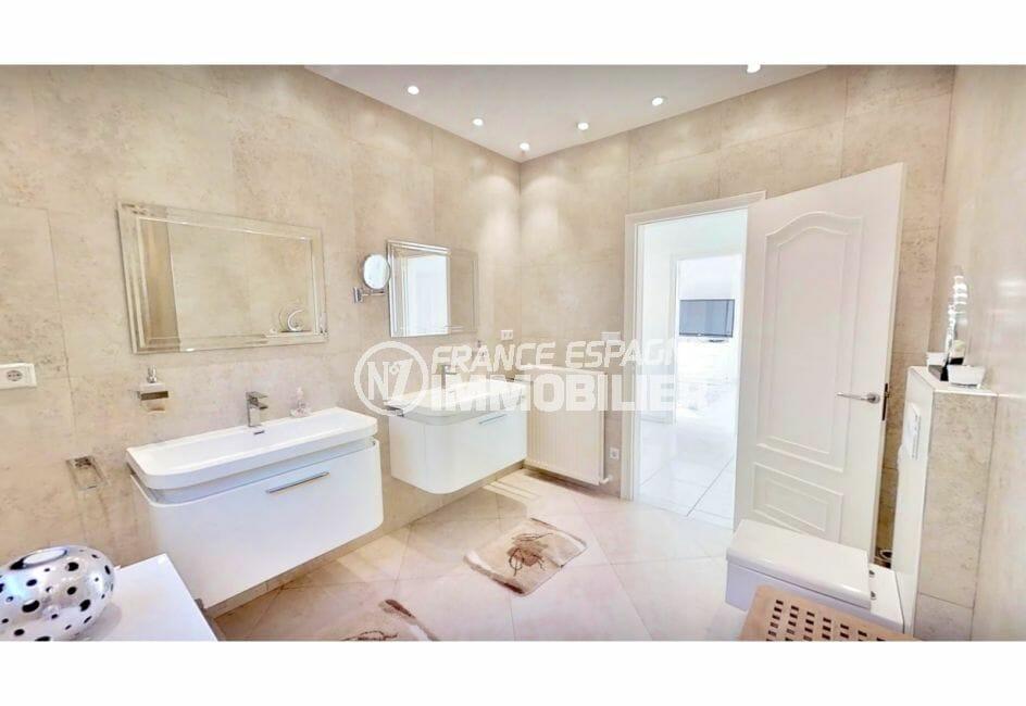 vente immobiliere costa brava: villa de 480 m², jolie salle d'eau avec 2 vasques