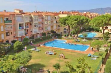 immobilier empuriabrava: villa 5 pièces 176 m², vue terrasse de la piscine communautaire