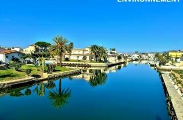 grand canal d'empuriiabrava et ses splendides villas