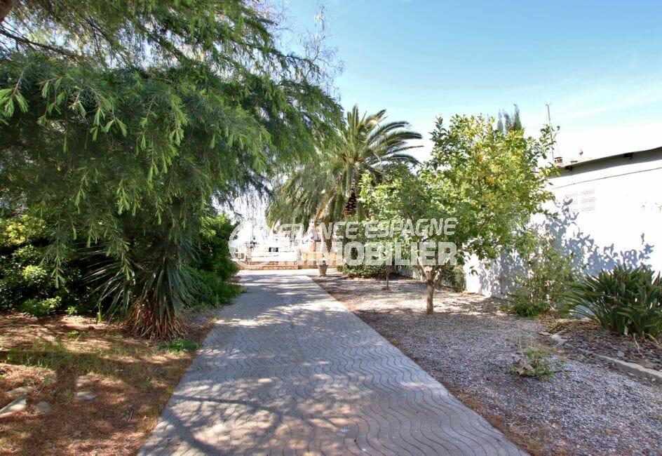 agence immobilière costa brava: villa 336 m² avec amarre, belle allée arborée