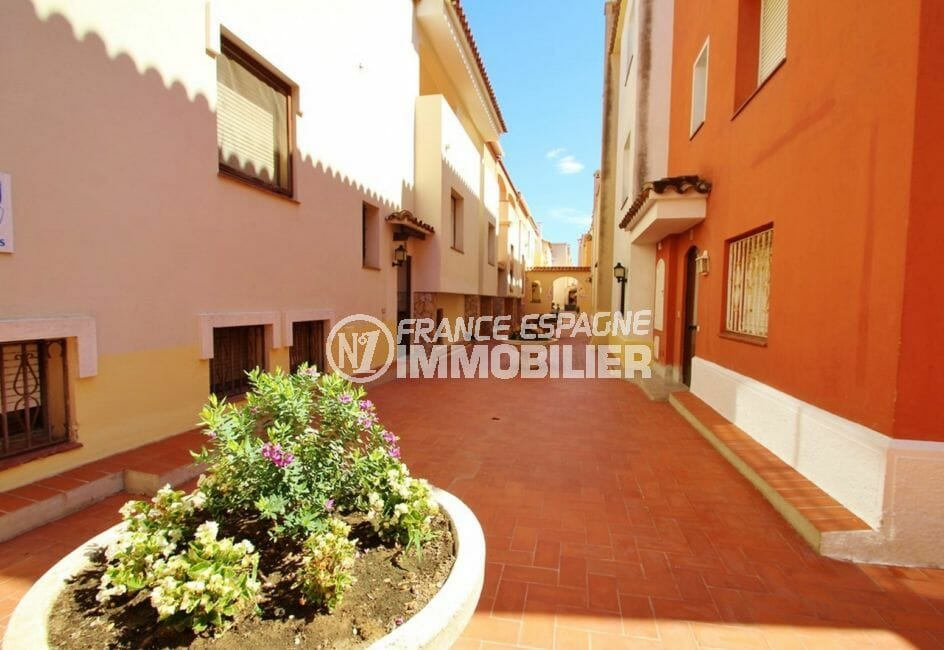 immobilier empuria brava: villa 5 pièces 176 m², extérieur de la résidence sécurisée
