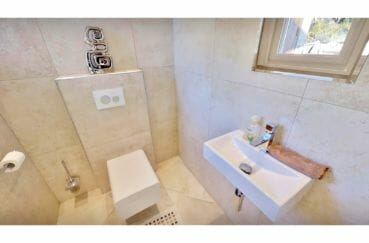 immo costa brava: villa de 480 m², wc indépendant avec lave-mains