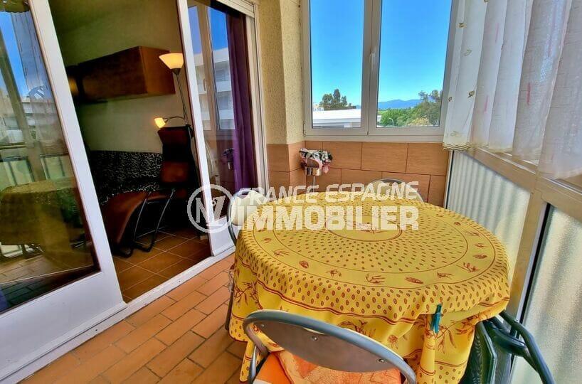 immo roses: appartement atico 2 pièces 51 m² avec jolie terrasse véranda, 150 m de la plage et des commerces