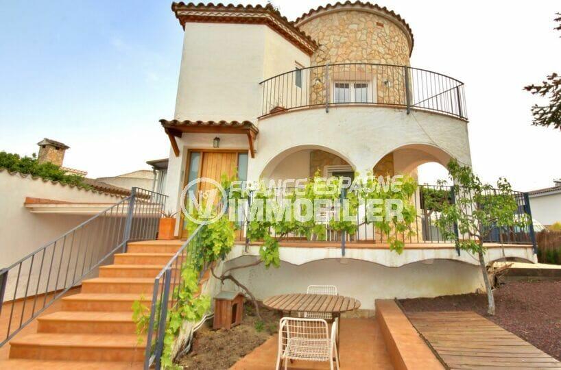 maison a vendre empuriabrava, 5 pièces 265 m² sur terrain 300 m², 500 m de la plage, parking cour intérieure