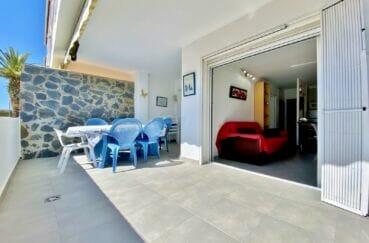 empuria immo: appartement meublé de 53 m² avec deux terrasses, parking et cave, plage à 800 m et commerces 300 m