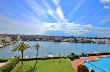 appartement a vendre empuriabrava, 46 m² avec piscine communautaire, terrasse vue lac, proche plage et commerces