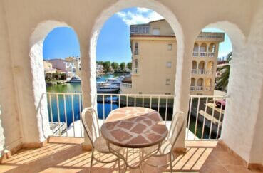 empuria immo: appartement 37 m², terrasse avec très belle vue canal, parking privé, proche plage
