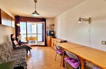 vente appartement rosas, 2 pièces 51 m², salon avec accès à la terrasse, climatisation