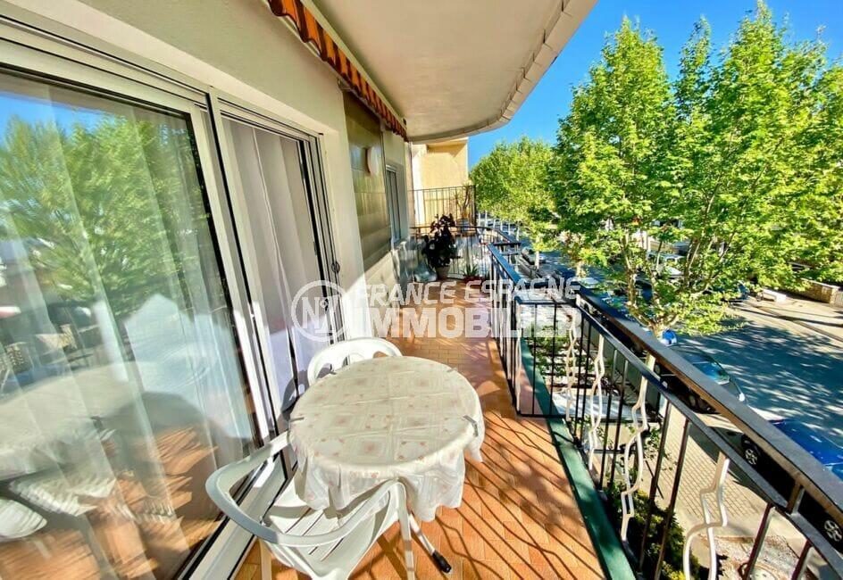 appartement empuria brava, 3 pièces 86 m², terrasse de 10 m² avec table et fauteuils