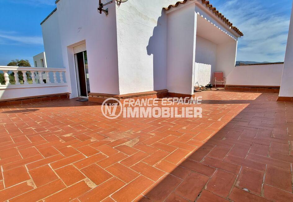 immo roses: villa 4 pièces 282 m², garage, parking couvert et cour intérieure