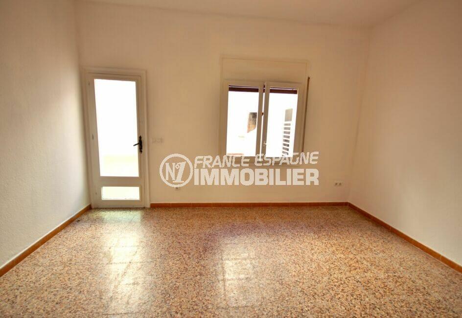 immobilier costa brava: appartement 3 pièces 66 m², salon / séjour avec accès terrasse