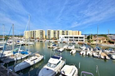 immo roses: appartement 2 pièces 48 m², belle terrasse avec vue marina