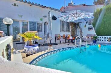 vente immobilier rosas espagne: villa 3 pièces 92 m², piscine avec jolie terrasse, meubles de jardin