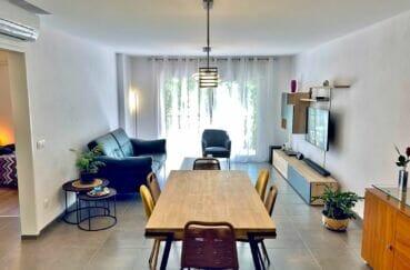 appartement a vendre empuriabrava, 3 pièces 86 m², salle à manger avec terrasse