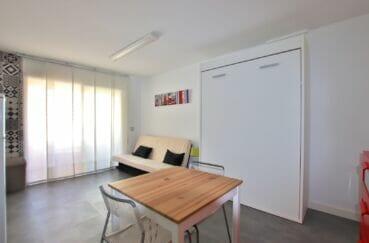 agence immobiliere santa margarita: studio 27 m², pièce principale avec lit escamotable verticale