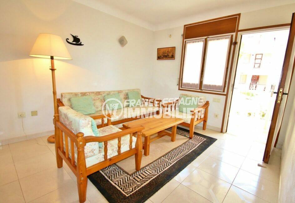 agences immobilières empuriabrava: appartement 3 pièces 68 m², salon avec accès terrasse