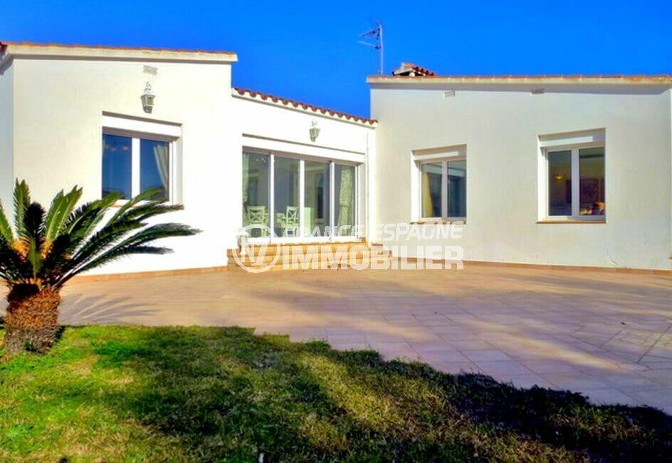 maison empuriabrava, 213 m² avec 4 chambres, terrain de 1125 m², piscine et garage
