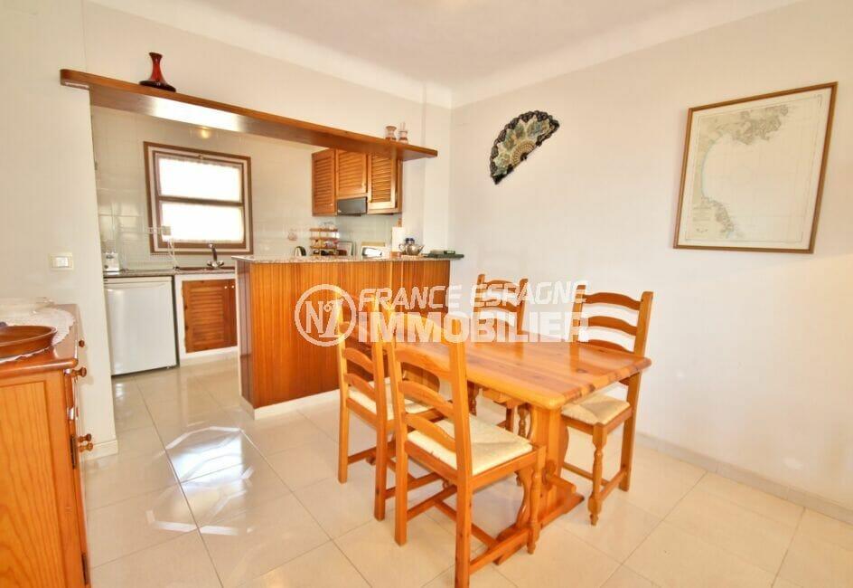 appartement empuriabrava, 3 pièces 68 m², salon / séjour avec cuisine américaine