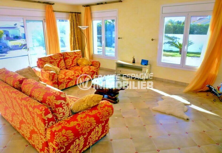 empuria immo: villa 213 m² avec 4 chambres, salon, terrasse vue canal