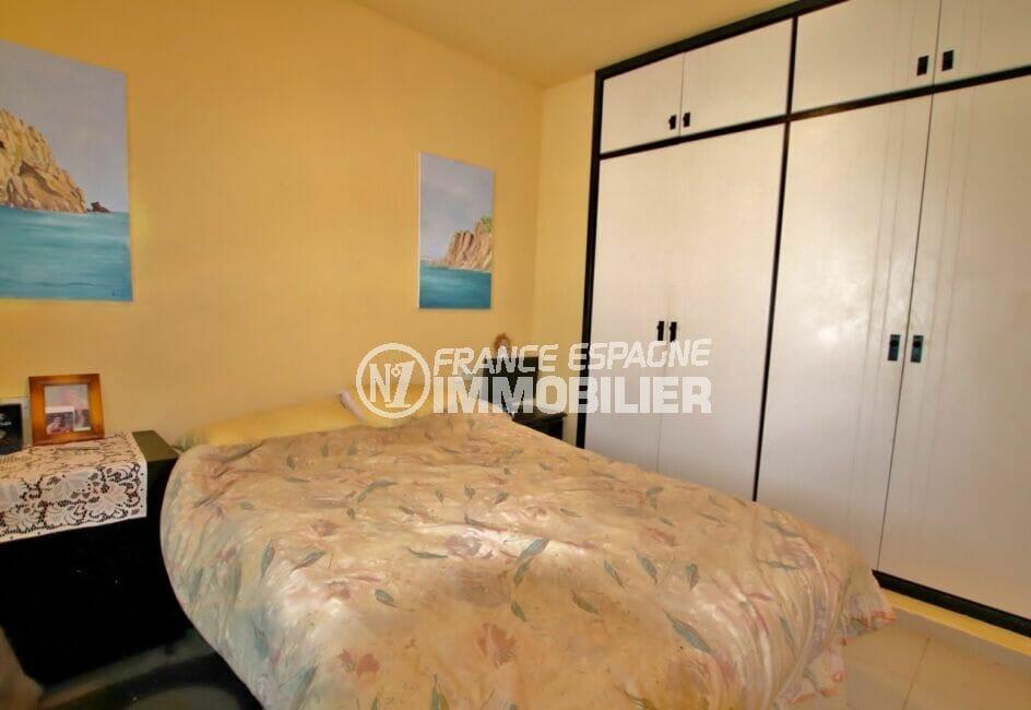 appartement a vendre costa brava, 46 m² avec chambre à coucher, armoire encastrée