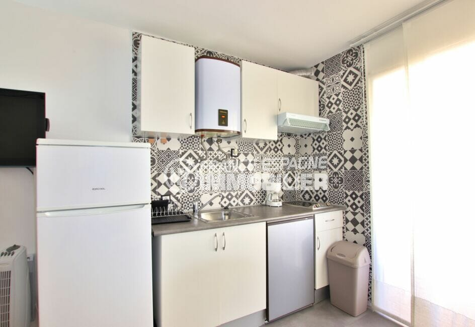 achat appartement santa margarita rosas, 27 m², cuisine avec meubles de rangement