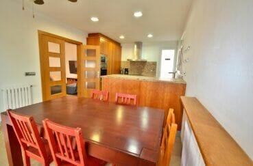maison a vendre a empuriabrava,  5 pièces 265 m², séjour avec cuisine ouverte