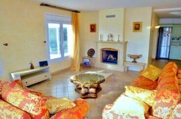 achat maison costa brava, 213 m² avec 4 chambres, salon avec cheminée et terrasse