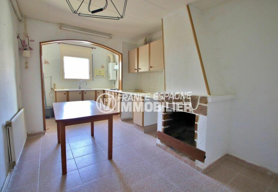 acheter maison empuriabrava, 105 m² avec terrasse, cuisine indépendante avec cheminée