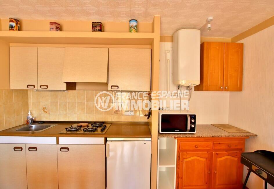 appartement a vendre costa brava, 37 m² avec cuisine équipée de nombreux rangements