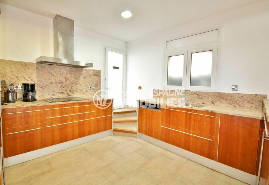achat maison empuriabrava,  5 pièces 265 m², cuisine équipée de plaques, hotte, four