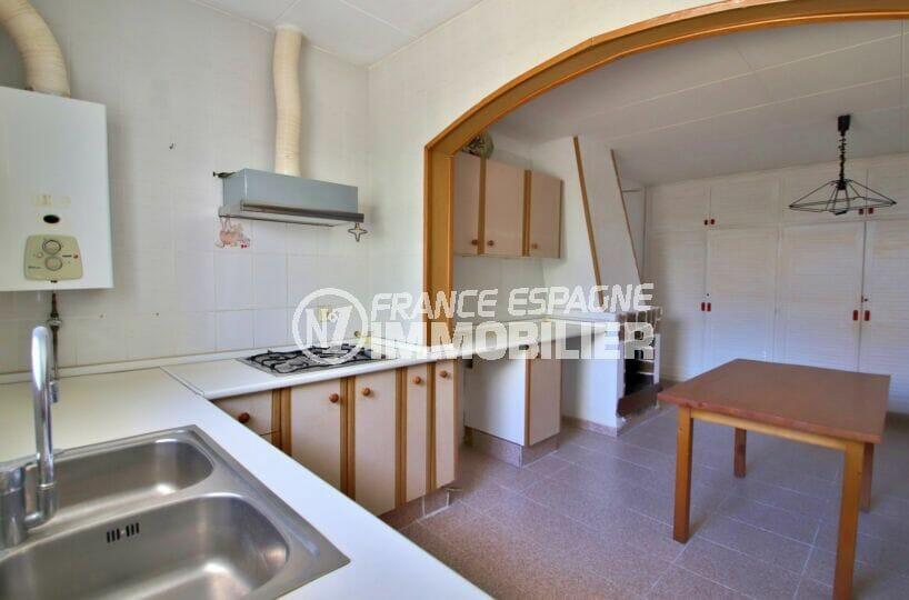 maison a vendre a empuriabrava, 105 m² avec terrasse, cuisine indépendante avec de nombreux placards