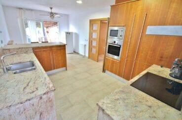 acheter maison empuriabrava,  5 pièces 265 m², cuisine moderne avec de nombreux placards