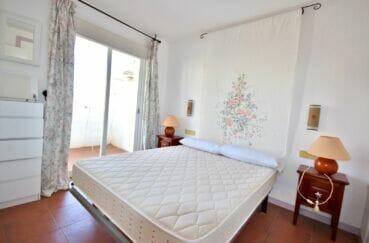 agence immobilière roses espagne: appartement 2 pièces 48 m², chambre avec lit double, terrasse