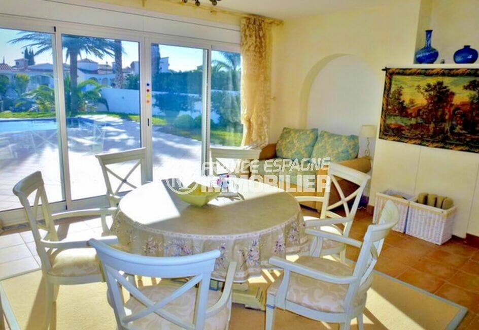maison à vendre empuriabrava, 213 m² avec 4 chambres, salle à manger, terrasse vue piscine