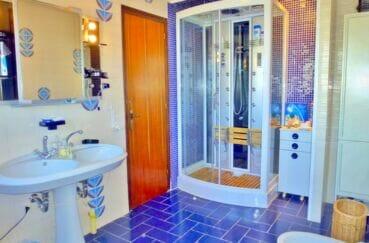 vente empuriabrava: villa 200 m² avec 4 chambres, salle d'eau avec douche hydromassante