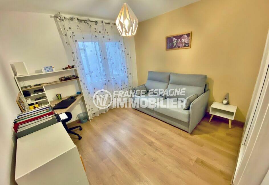 la costa brava: appartement 3 pièces 86 m², 2° chambre à coucher avec canapé