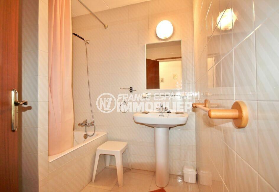 acheter appartement empuriabrava, 3 pièces 68 m², salle de bain avec baignoire
